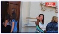 Donna gesto inequivocabile dopo aver ricevuto l'eucarestia.